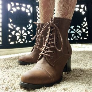 🍂 Grannie 🦊 heeled lace up brown ankle boots